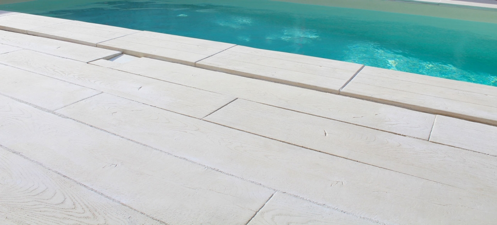 Dalle rectangle pierre reconstitu e wood roc de france for Carrelage contour piscine