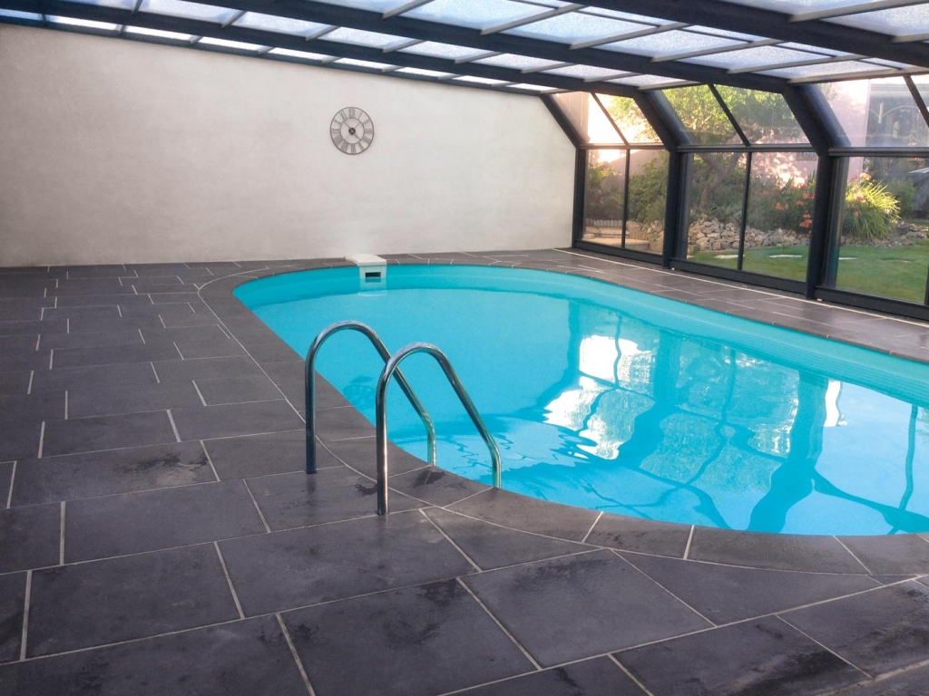 Margelle piscine grise anthracite stunning margelle de for Margelle piscine